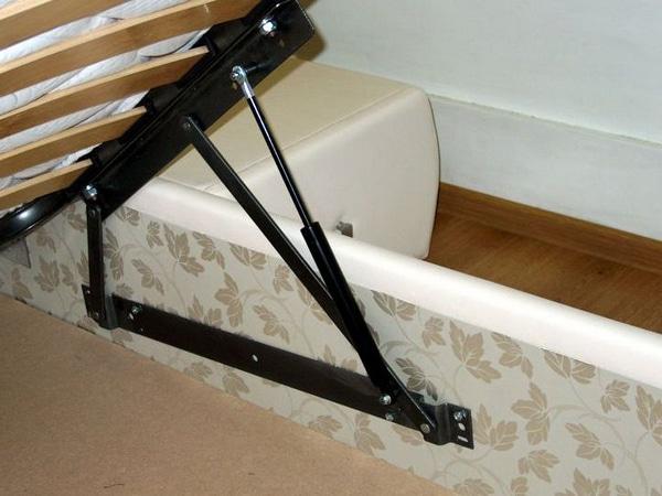 Ортопедичне ліжко з підйомним механізмом